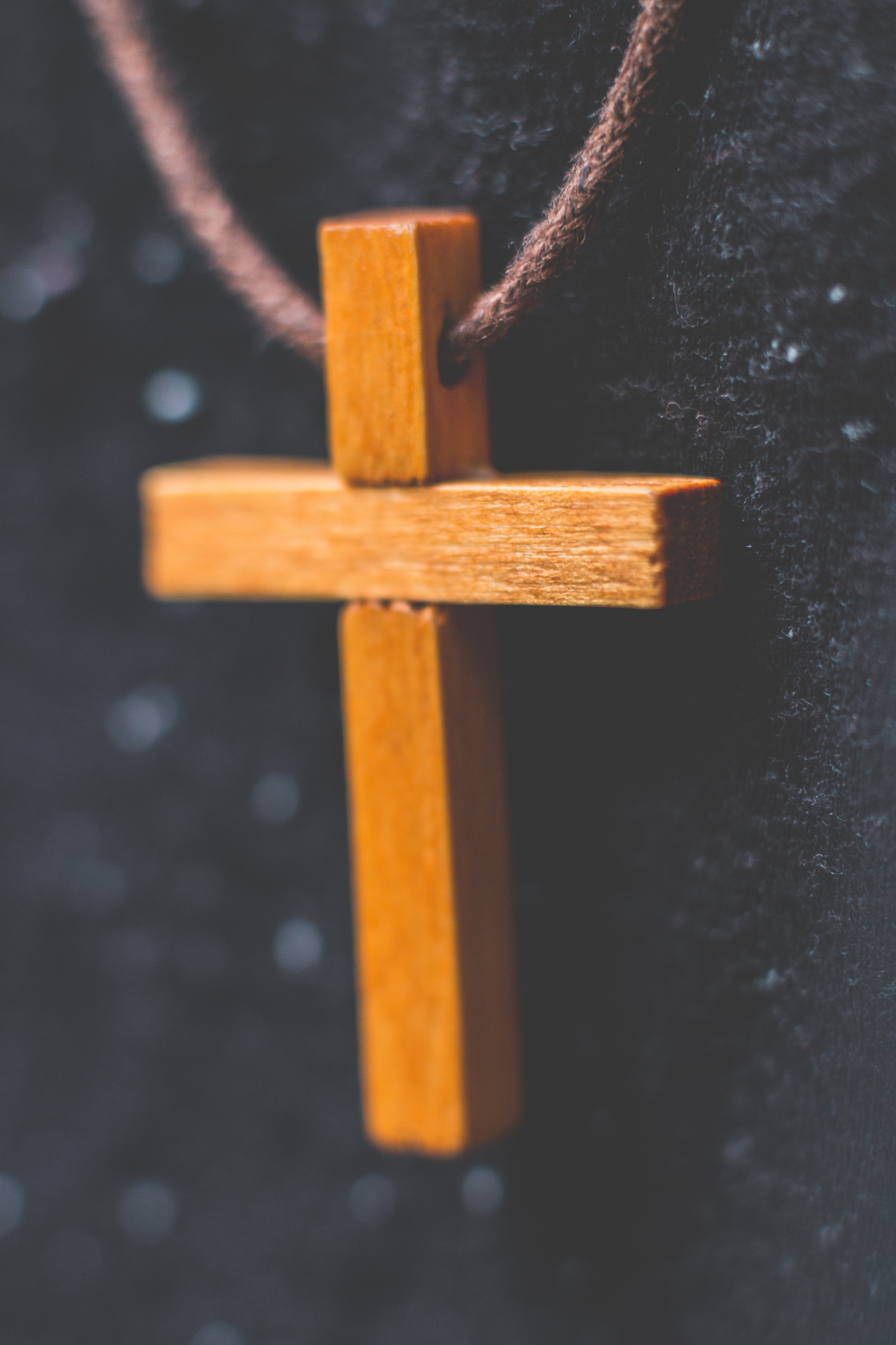 Brown Wooden Cross Pendant On Closeup Photography 792953
